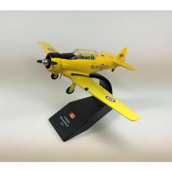 Pilot Collectibles Harvard MkIV RCAF postwar 20213 CF-UUU CWH 1:72 with stand