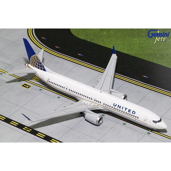 Gemini Jets B737 MAX9 United Airlines 2010 livery N67501 1:200 with stand +NEW MOULD+