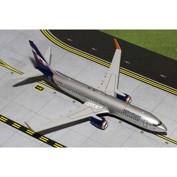 Gemini Jets B737-800W Aeroflot 2003 livery VP-BZA 1:200 with stand