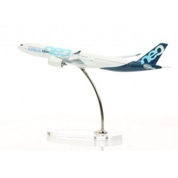 Airbus A330neo 1:400 scale model
