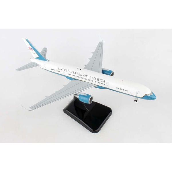 Hogan C32A / B757-200W USAF 80001 1:200 with gear + stand