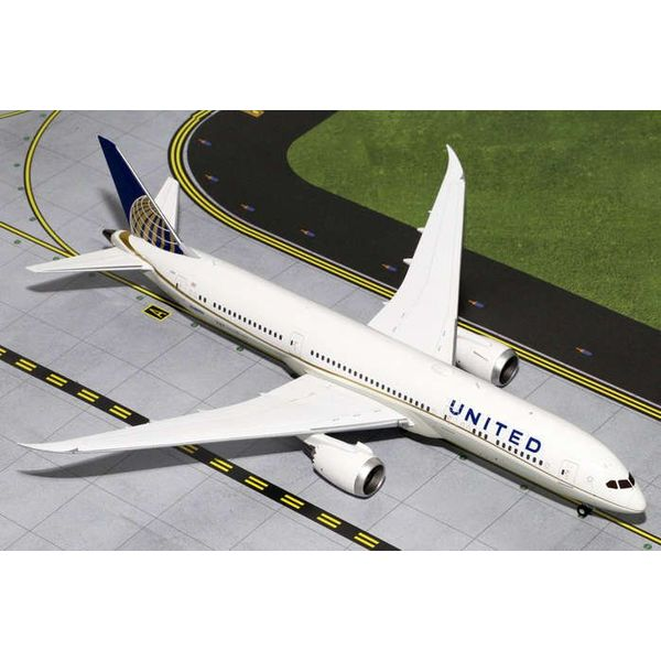 Gemini Jets B787-9 United 2010 livery N38950 1:200 with stand