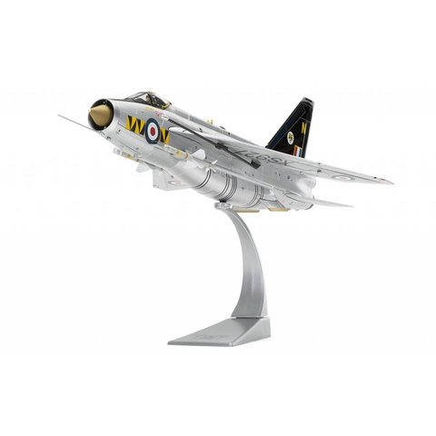 Lightning F6 No.74 Squadron RAF Singapore Tigers XS927/N Silver 1:48 with stand