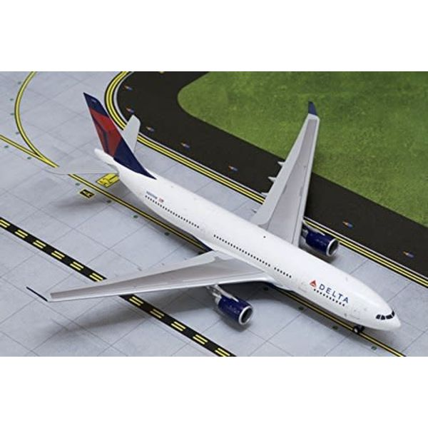 Gemini Jets A330-200 Delta 2007 livery N860NW 1:200 with stand