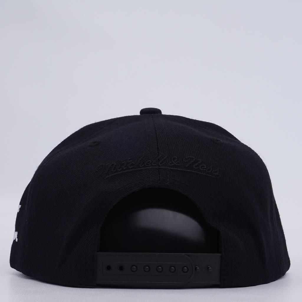 11060e32266 Mitchell   Ness Milwaukee Bucks Kareem  33 Snapback Hat - Black - MODA3