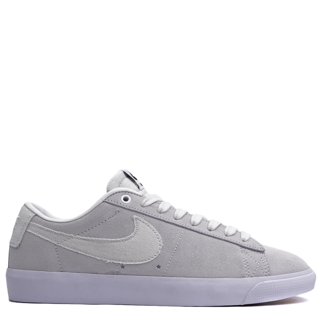 reputable site c3055 9c165 Nike SB Blazer Low GT - Summit White/Obsidian/Gum   704939-100