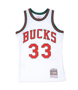 MITCHELL AND NESS BUCKS 1971-72 KAREEM SWINGMAN JERSEY