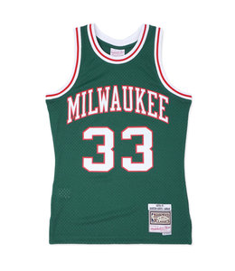 MITCHELL AND NESS BUCKS 1970-71 KAREEM SWINGMAN JERSEY