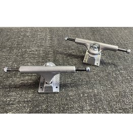 Ace Ace 33 hi Raw trucks (set of 2)