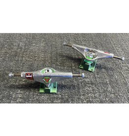 Venture Venture 5.6 Hi V-Hollow OG Wings Polished/Green Trucks (set of 2)