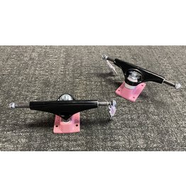 Krux Krux K5 7.6 Black/Pink Trucks (set of 2)