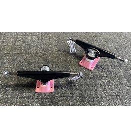 Krux Krux K5 8.25 Black/Pink Trucks (set of 2)