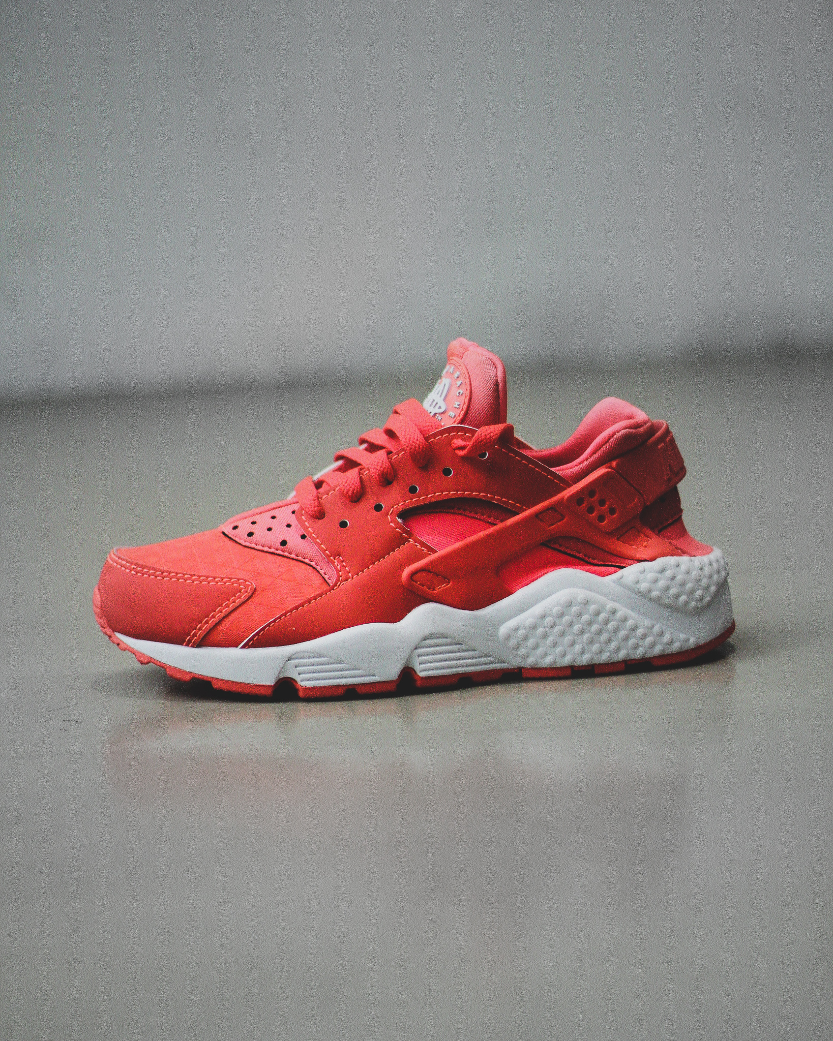 beff8e0e845f WMNS AIR HUARACHE RUN - Sneaker Room - Jersey City