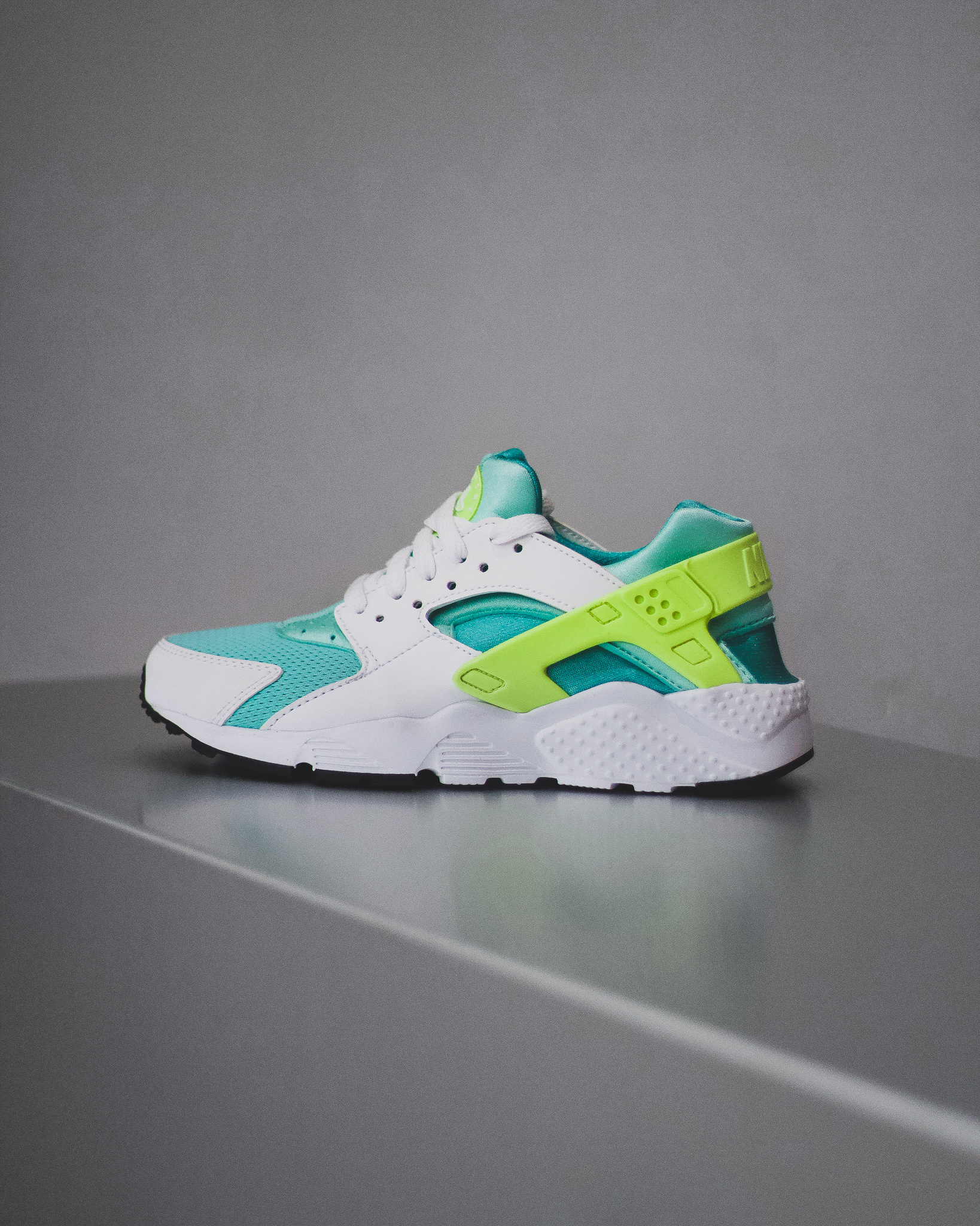 info for 09a8c 261e0 NIKE HUARACHE RUN