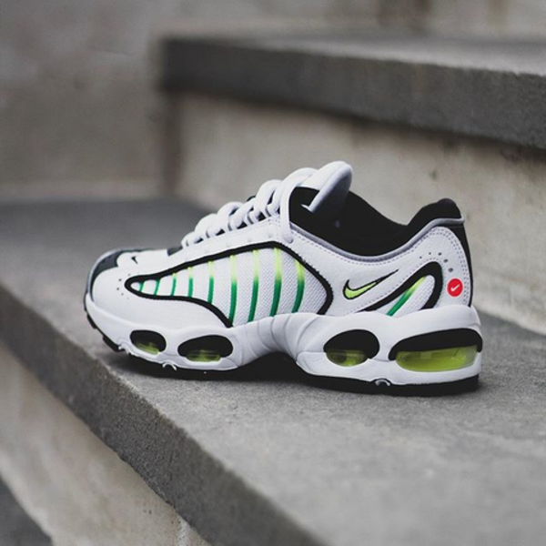 brand new 01d68 946f5 NIKE AIR MAX TAILWIND