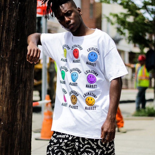 CHINATOWN MARKET COLOR SMILEY TEE - WHITE