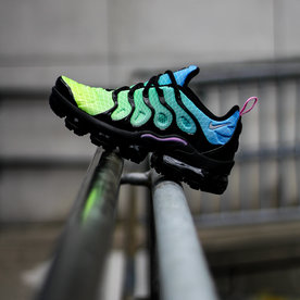"NIKE AIR VAPORMAX PLUS ""AURORA"""
