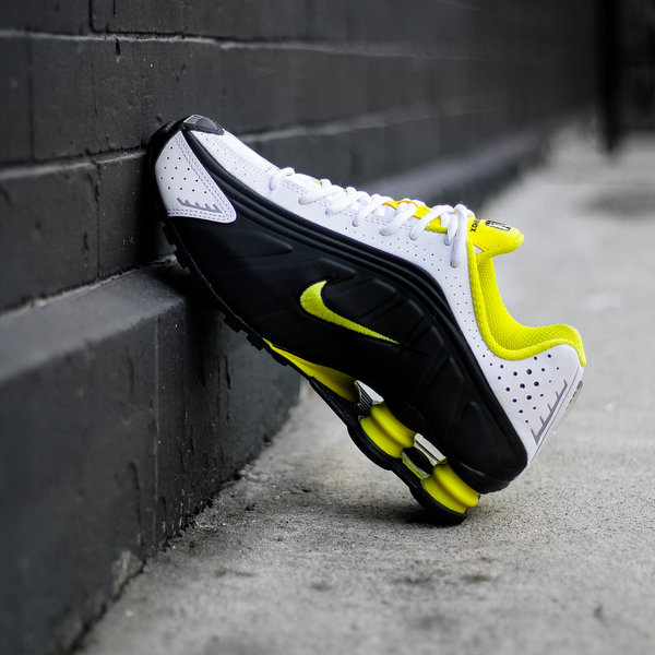 "NIKE SHOX R4 ""DYNAMIC YELLOW"""