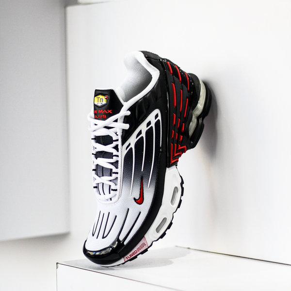 "NIKE AIR MAX PLUS III ""BLACK/UNI RED"""