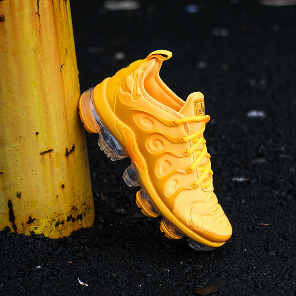 "NIKE W AIR VAPORMAX PLUS ""LASER ORANGE"""