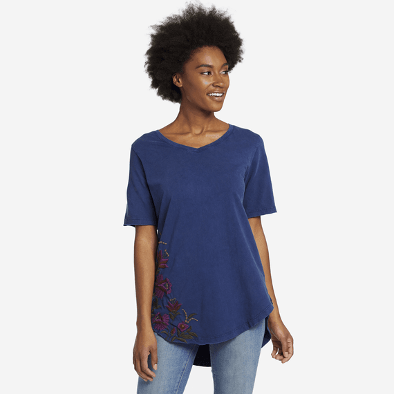 Life is Good W's Bouquet Embroidery Freestyle Wash, V-Neck Tunic, Darkest Blue