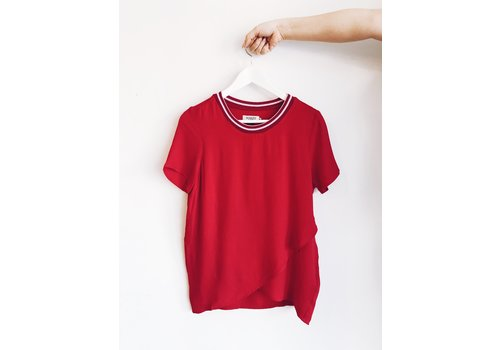 SOAKED IN LUXURY * DERNIÈRE CHANCE* BLOUSE KRISTY- ROUGE BARBADOS - XSMALL