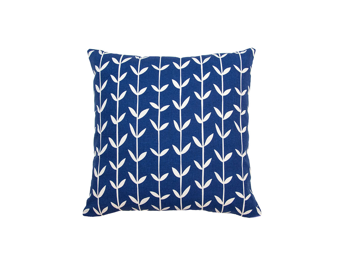 Kreatelier Vine Pillow in Blue 18 x 18in
