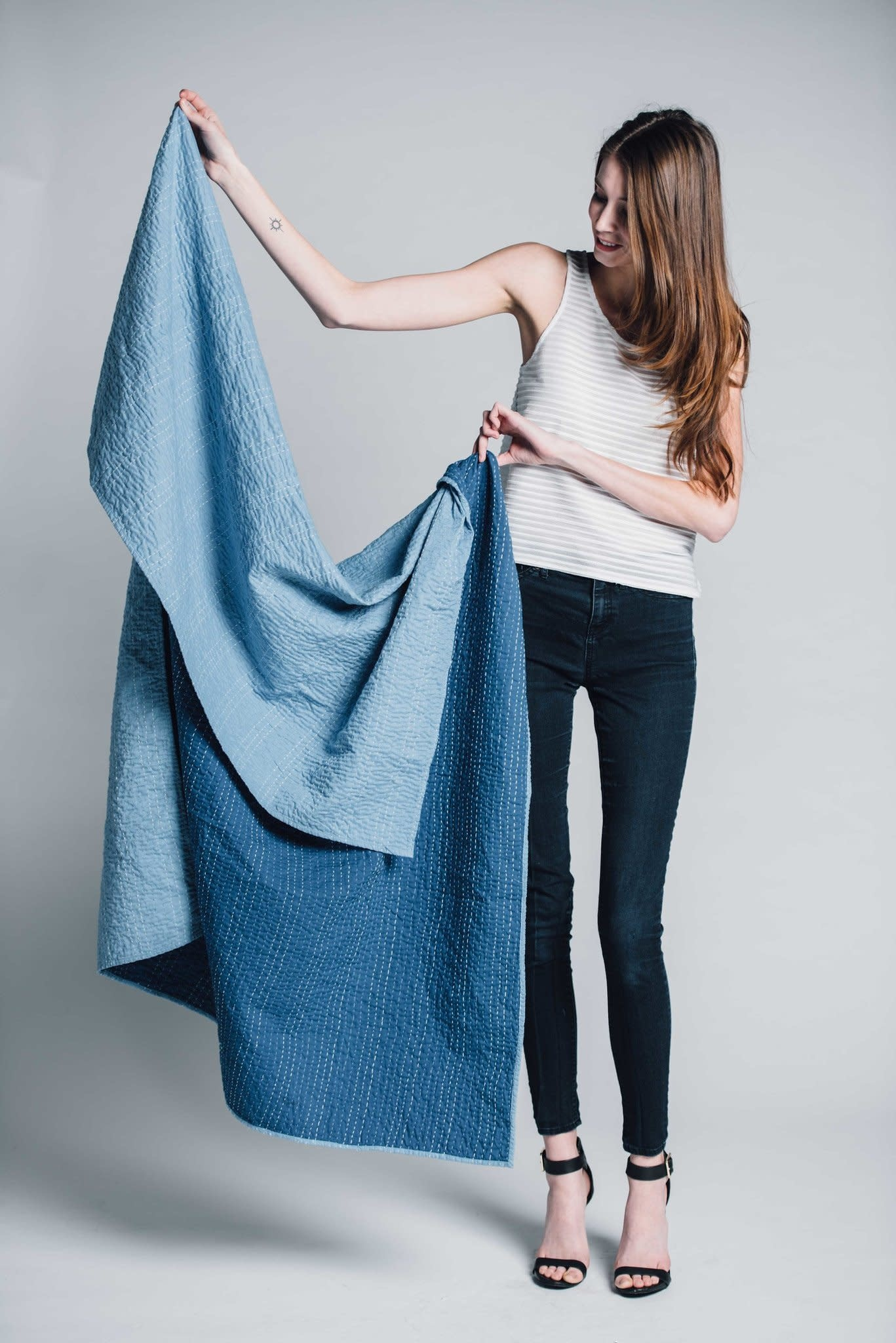 Bloom & Give Barmer Throw in Blue