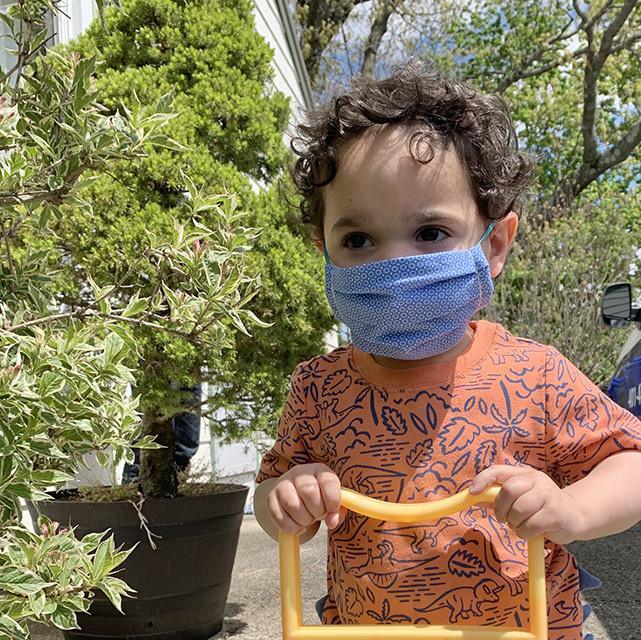 Kreatelier Small Children Face Mask Peach Seersucker