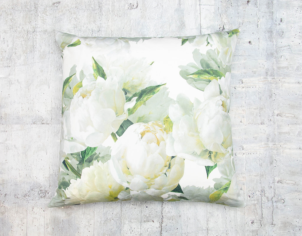 Kreatelier Floral Pillow in Green and White 18 x 18in