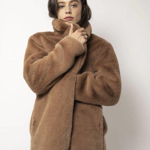 Aeryne Dewi Coat