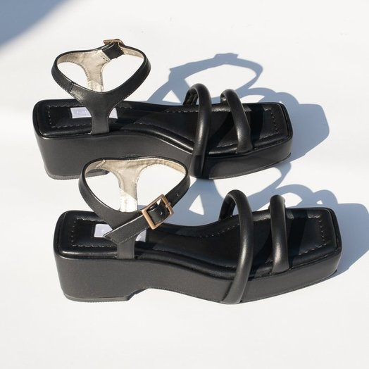 Suzanne Rae Black Puffy Sandal