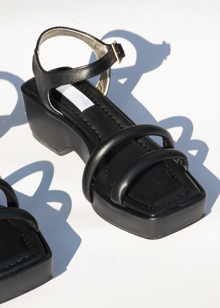 Suzanne Rae Black Puffy Sandal
