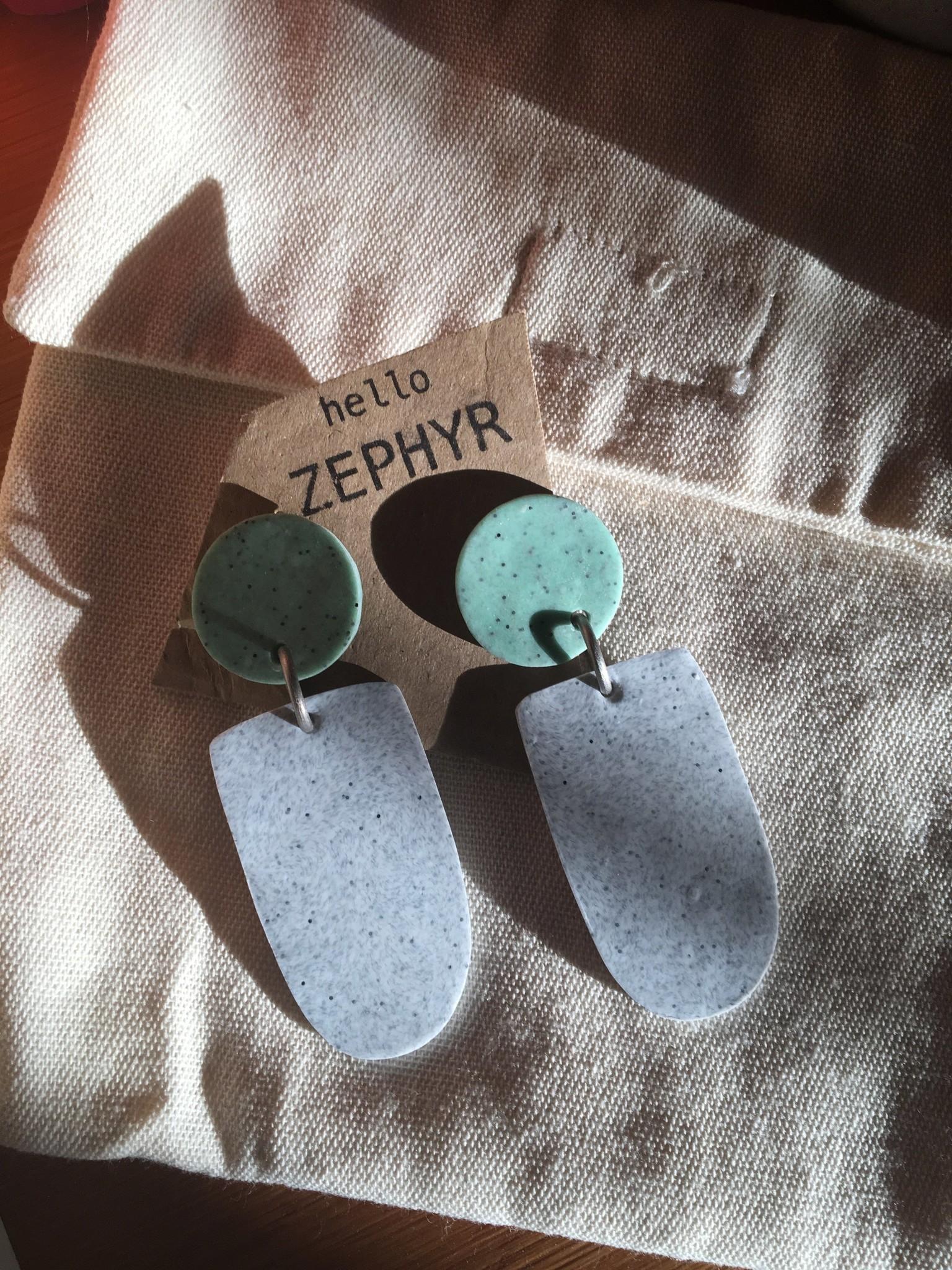 hello zephyr Palm Earrings