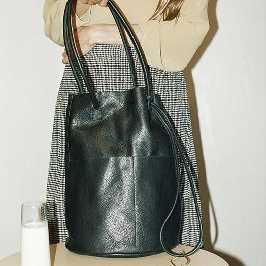 Are Studio Barrel Bag in Onyx