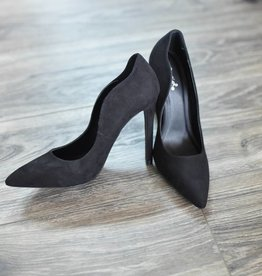Black scalloped edge suede pumps