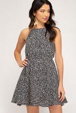 Black & white print sleeveless flounce dress