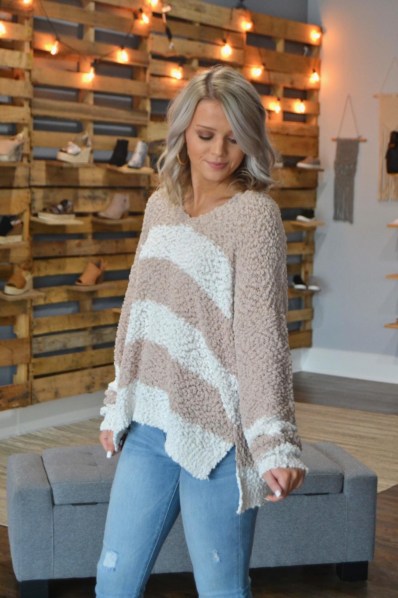 Taupe & white V neck popcorn sweater