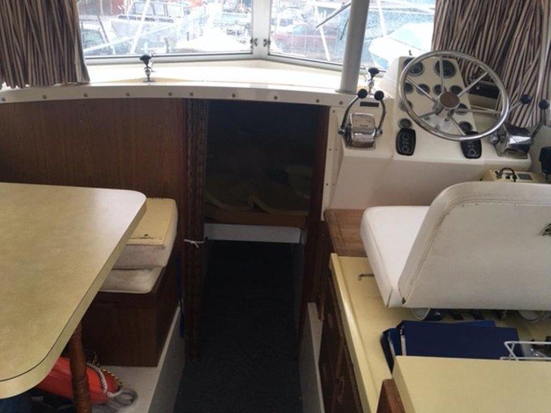 """26' 4"""" 26 Flybridge Cruiser (JOZEPHA C) 1976 BERTRAM"""