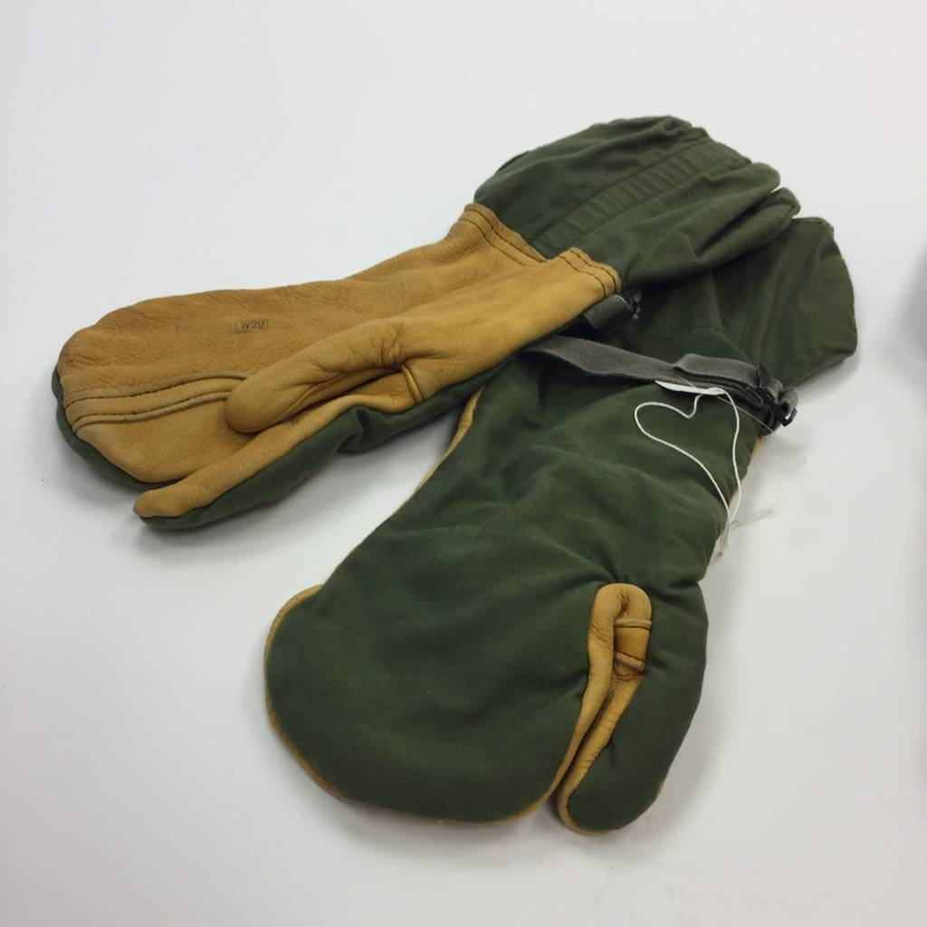 Military Surplus ECWCS Mitten W/Trigger Finger