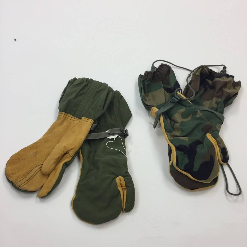 Military Surplus ECWCS Mitten W/Trigger Finger