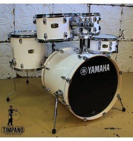 Yamaha Batterie Yamaha Stage Custom Pearl White 20-10-12-14po + caisse claire 14po