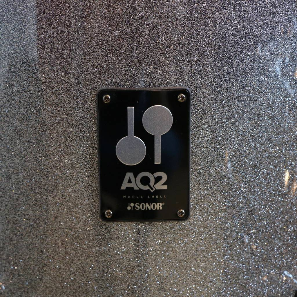 Sonor Batterie Sonor AQ2 Safari 16-10-13po + caisse claire 13po avec support de tom/cymbale - Titanium Quartz
