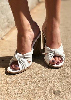 Qupid Shoes Bondi Twist Slide
