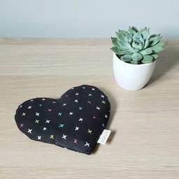 Amma Thérapie - Coussin Réconfort Coeur pour Bébé, Croix Multicolores