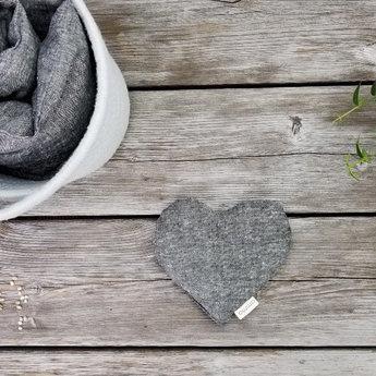 Amma Thérapie - Coussin Réconfort Coeur pour Bébé, Chanvre et Coton Biologique Gris
