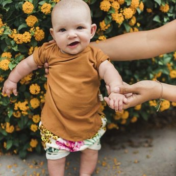 Little Yogi Little Yogi - T-Shirt, Caramel