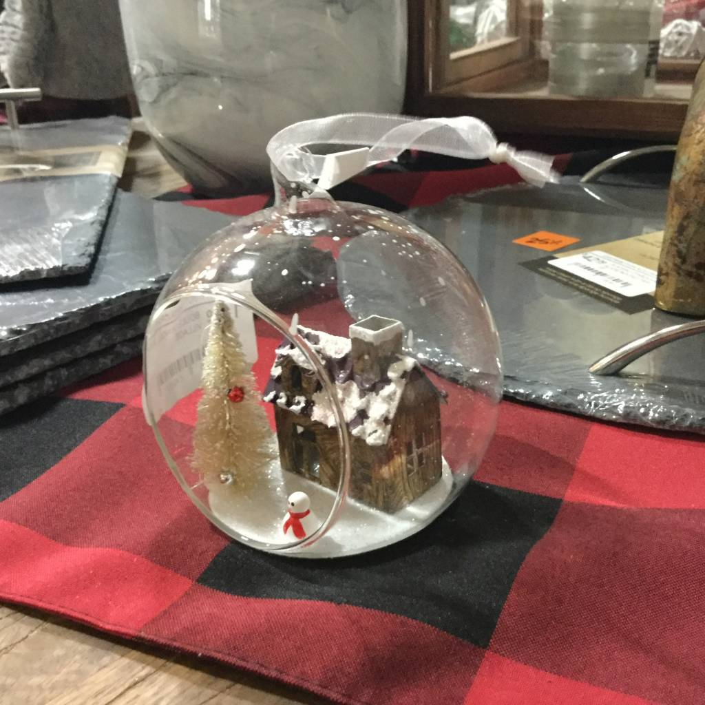 BAUBLE WITH A HOUSE