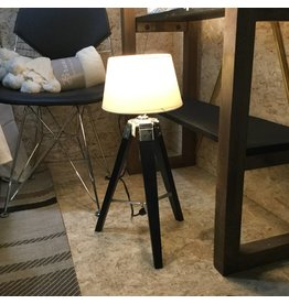BLACK TRIPOD LAMP