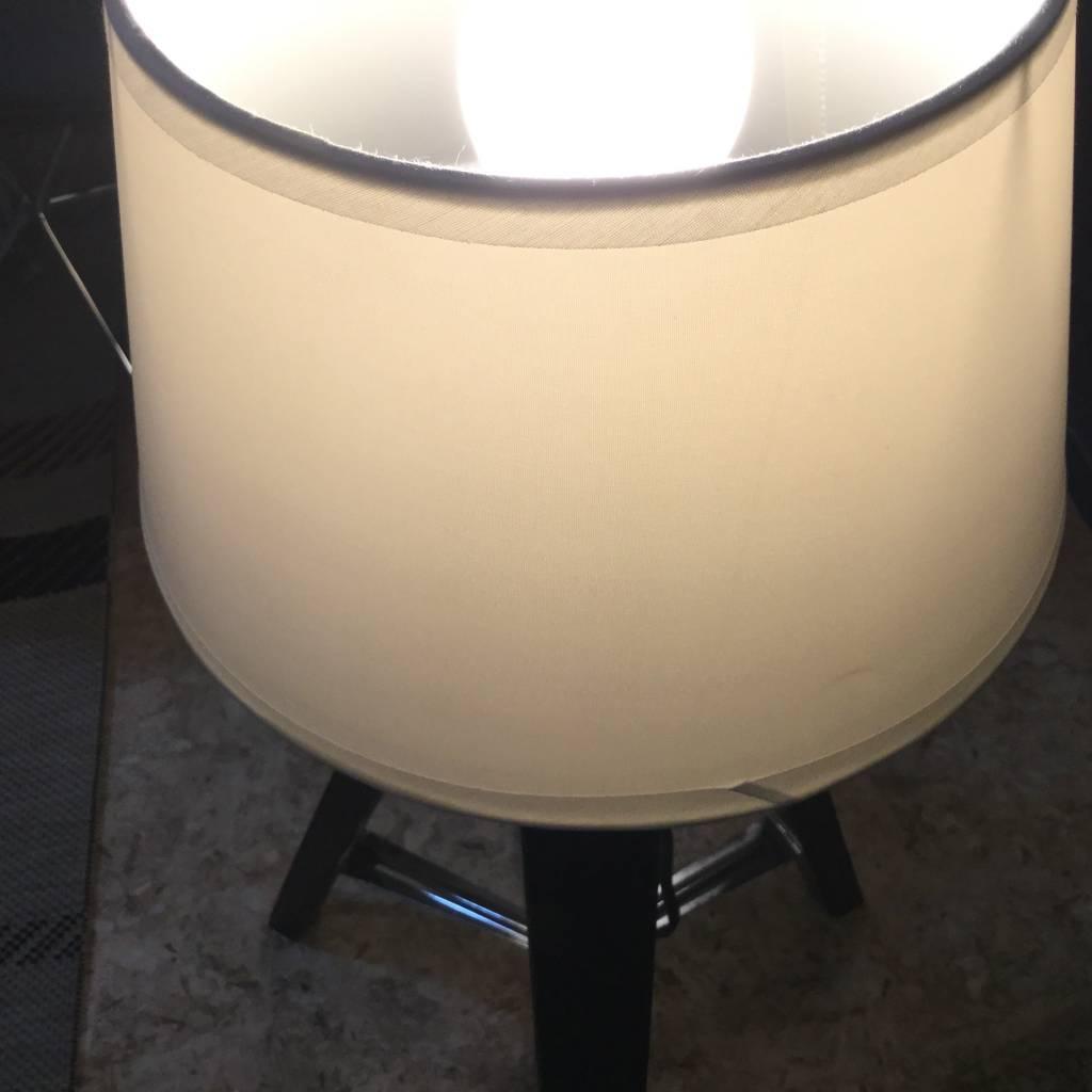 LAMPE TREPIED NOIRE